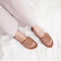 Zolla is just what you are looking for in the way of indoor-outdoor slipper ✨✨ — Shop The Collection now on : 🛒 www.vaia.co.id —  #myVAIA #walkwithVAIA #VAIAlady #genuineleather #localbrand #localbrandid #shoes #premiumquality #fashion #style #ootd #fashionblogger #instafashion #shoetagram #styles #shoelover